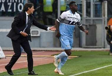 Filipoo Inzhagui conversa con Felipe Caicedo. DT y atacante de Lazio. El equipo romano enfrentará este domingo al Inter. Foto: Internet