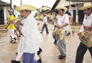 La música en San José, el carnaval dura cinco días y se mezcla con banda autóctona y amplificaciones   Foto: Limber Cambará