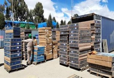 Foto referencial. Los vehículos de alto tonelaje detenidos transportaban productos de contrabando como televisores. Foto: Aduana