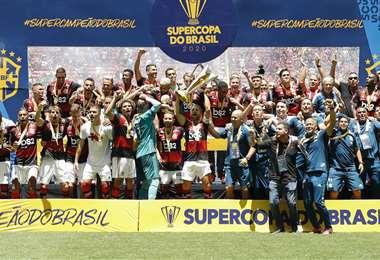 El 'Fla' celebró la conquista de la Supercopa en Brasilia. Foto. AFP