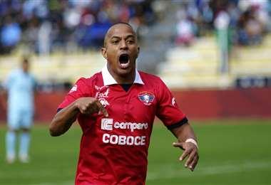 Serginho celebra uno de sus goles marcados con la camiseta de Wilstermann. En la actualidad es una de las figuras del equipo valluno. Foto. Archivo DIEZ