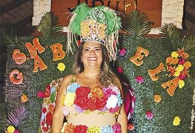 La reina. Gabriela es la sexta soberana que eligen las mujeres de la agrupación carnavalera. Foto: Ángel Farell