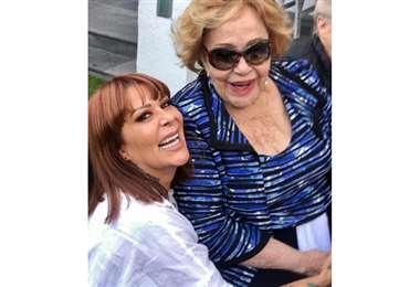 Alejandra Guzmán junto con su mamá Silvia Pinal (Foto: Instagram)