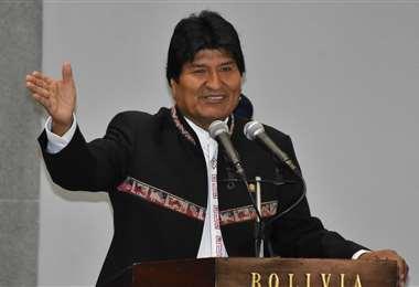 Evo presentó su postulación como senador de Cochabamba