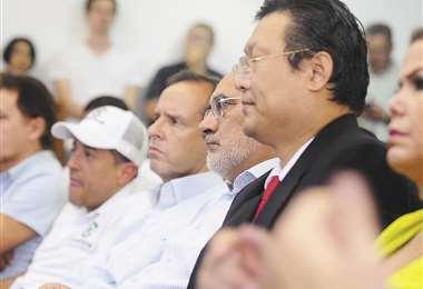 Cuatro de los cinco candidatos presidenciables que participaron del encuentro en Santa Cruz. Foto: Jorge Ibáñez
