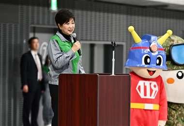Yuriko Koike, gobernadora de Tokio, dio una explicación sobre las acciones que se realizan en la capital japonesa para evitar que la epidemia sea un problema. Foto. AFP