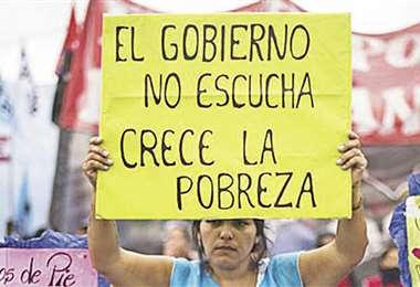 Argentinos protestan por la crisis en el centro de Buenos Aires. Foto: AFP
