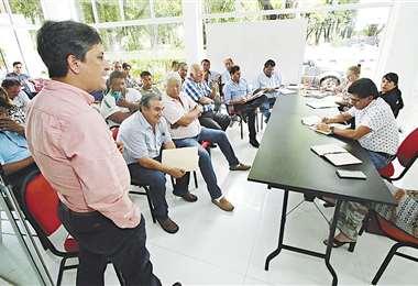El concejal Juan José Castedo en la reunión con los transportistas. Foto: Hernán Virgo