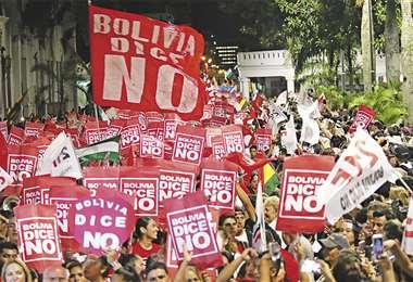 Las plataformas ciudadanas tomaron las calles en defensa del voto del 21-F. La movilización fue nacional. Foto: APG Noticias