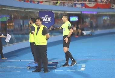 El fútbol paraguayo es uno de los primeros en Sudamérica en implementar el VAR. Foto. Internet
