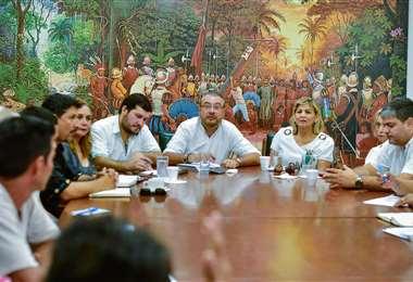 Los cívicos piden a los políticos tomar el ejemplo de unidad de la ciudadanía. Foto: Coité pro Santa Cruz