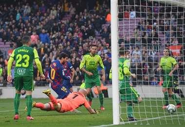 Messi tuvo este sábado una jornada inspirada. Suma 18 goles en el torneo español. Foto: AFP