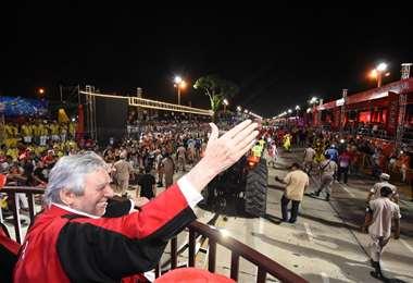 Percy Fernández en el carro de los Tauras (Página en Facebook del alcalde)