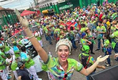 La reina del Carnaval cruceño en el primer domingo de mojazón | Foto: Foto: Elizabeth Weidling