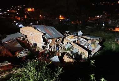 Una de las viviendas a punto de colapsar por los deslizamientos. Foto: Alcaldía de La Paz
