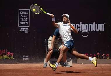 El tenista boliviano, Hugo Dellien, en plena competencia en Chile. Foto. Jim Rydell / Matias Donoso @chile_open