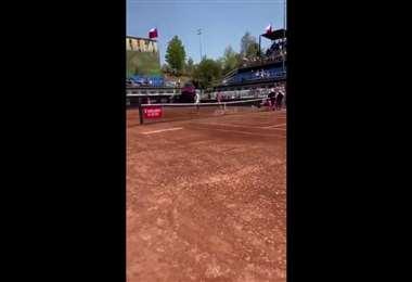 Dellién sacó las 'garras' y avanzó a octavos en el Open de Chile
