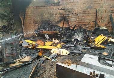 Los Bomberos Voluntarios acudieron para apagar el incendio en la zona sur.