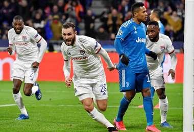 Lucas Tousart (29), de Lyon inicia el festejo tras anotar ante la Juventus. Foto. AFP