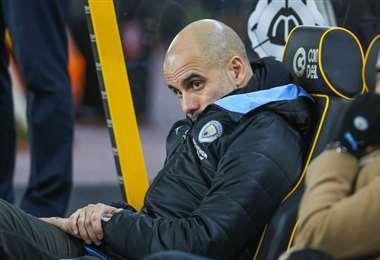 Pep Guardiola, entrenador del Manchester City, anunció que seguirá el club ciudadano pese a la medida. Foto: Internet