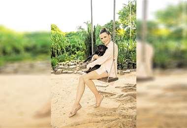 Ella. La vida de Lorena Villalobos dio otro giro importante. Hoy, la exmagnífica es consejera espiritual y administra un hotel para mascotas. Foto: Daniel Chin