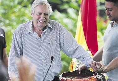 En agosto de 2019 el alcalde Fernández participó de una sesión pública; actualmente está con una lesión. Foto: EL DEBER