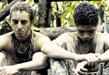 Los actores adolescentes de Monos relatan una historia de guerrillas. foto: LONDRA FILMS P&D