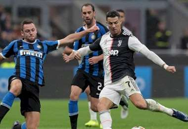 El partido Juventus-Inter se jugará este domingo sin público. Cristiano Ronaldo (foto) estará en el equipo de Turín. Foto: Internet