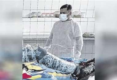 El examen forense indica que murió hace cinco o seis días