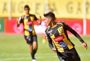 Ramiro Vaca celebra. El joven volante abrió el marcador en el Hernando Siles. Foto: Internet