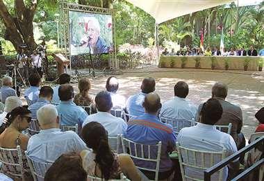 Funcionarios y vecinos se dieron cita en Parques y Jardines para escuchar el informe. Foto: Hernán Virgo