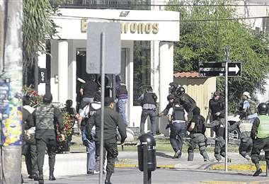 El Ministerio Público pedirá prisión cautelar para dos agentes activos y para dos ya retirados. Foto: EL DEBER