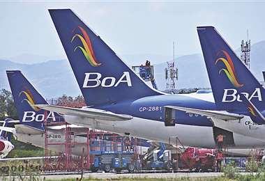 Trabajadores dicen que la reducción de itinerarios en BoA provoca millonarias pérdidas económicas. Foto: EL DEBER