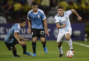 Argentina derrotó a Uruguay por 3-2 en el Preolímpico. Foto: AFP