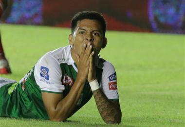 El defensor de Oriente terminó lesionado en el partido ante Vasco da Gama por la Copa Sudamericana. Foto. DIEZ