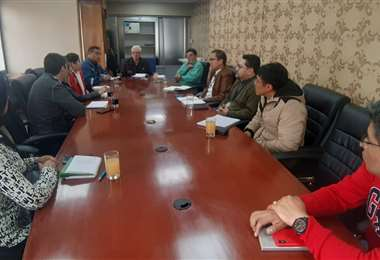 La reunión (Foto: Ministerio de Defensa Civil)