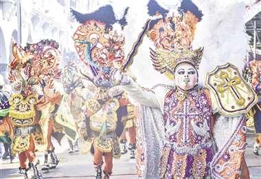 La famosa Diablada cosecha aplausos todos los años en su paso por la avenida folclórica orureña