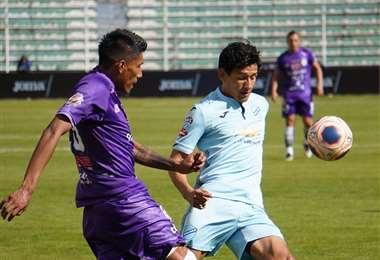 El partido entre la academia paceña y el lila de la Villa Imperial se juega en el Hernando Siles. Foto. APG