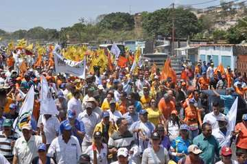 Guaidó recibió el respaldo de la gente. Foto: Twitter