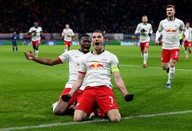 Los jugadores del cuadro alemán celebran tras marcar ante el Tottenham. Foto. AFP