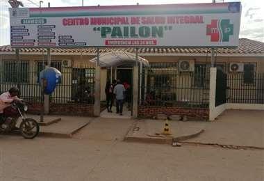El Centro de Salud Integral de Pailón que ayer estuvo abarrotado de estudiantes que llegaron con cuadros de intoxicación. Foto: Huber Vaca
