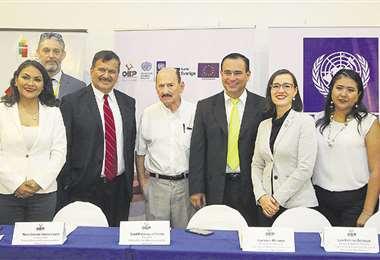 Los representantes de PNUD y los vocales electorales de Santa Cruz explicaron el alcance del proyecto. Foto: Jorge Gutiérrez