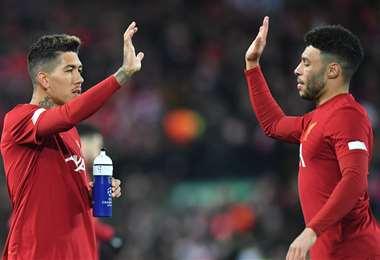 Roberto Firmino (dcha.) es carta de gol en Liverpool. Foto. AFP