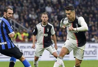 Diego Godín, de Inter y Cristiano Ronaldo, de 'Jave', dos de las estrellas del fútbol italiano. Foto. Internet