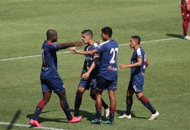 Así festejaron el gol de Mosquera. Foto: Jorge Uechi