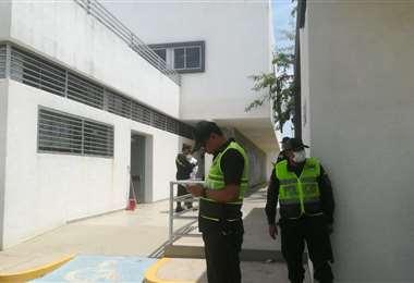 Presencia policial en el ingreso del centro del D-5