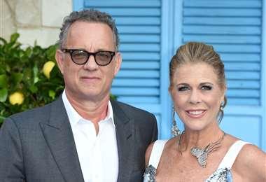 Tom Hanks y su esposa Rita Wilson fueron sometidos a exámenes porque presentaban los síntomas del coronavirus. Foto: AFP
