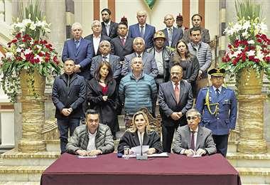 Poco después del mediodía, la presidenta Áñez anunció las siete medidas contra el coronavirus. Foto: APG/NOTICIAS