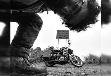 En Bolivia. Una postal en el Camino de la muerte, a su paso por la tierra que ya antes lo había acogido