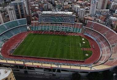 Así luce el estadio Hernando Siles sin público en el duelo que disputan Bolívar y Wilstermann. Foto. APG Noticias